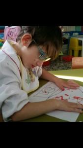 Bea mentre disegna